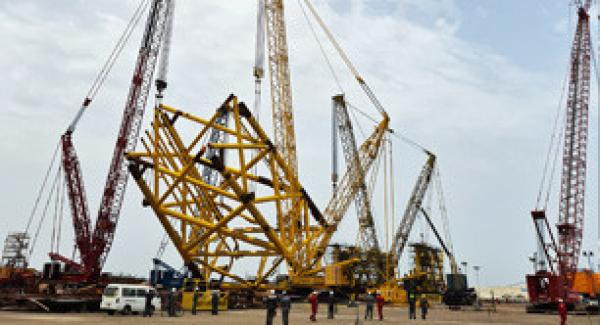 Tandem Lift with 4 Cranes in United Arab Emirates