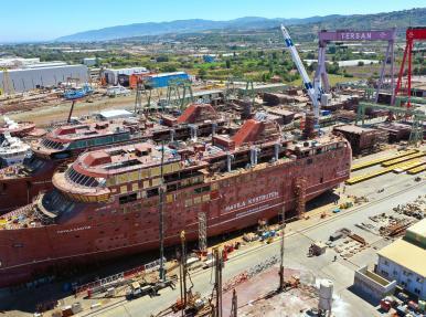 Перевозка двух пассажирских судов грузоподъемностью 6200 тонн.