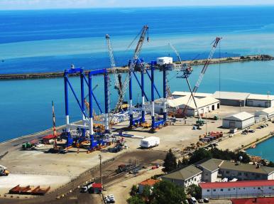Liman Vinçleri Trabzonda Yükseliyor