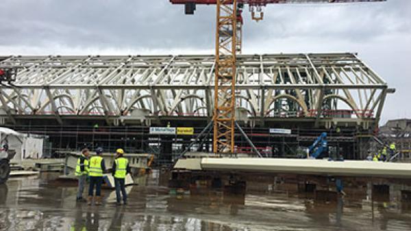 Belçika Metal / Gare De Mons tren garı 5.000 ton çelik Strand Jack ile montaj işi