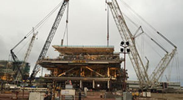 Сборка модуля весом 1126 тонн на строительной площадке «Tekfen» в Баку